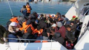 Midilli açıklarında göçmenleri taşıyan tekne battı!