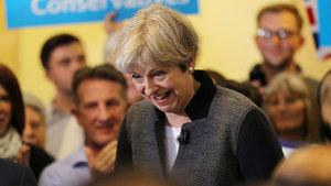 Erken seçime giden İngiltere'de ilk anketlerde büyük fark!