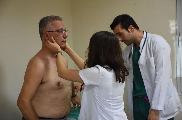 Doktor adayları 'simüle hasta' ile pratik yapıyor!