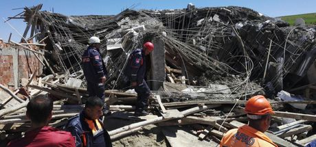 Diyarbakır'da inşaat çöktü: 1 işçi öldü, 2 işçi yaralı