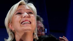 Aşırı sağcı Le Pen'den istifa kararı