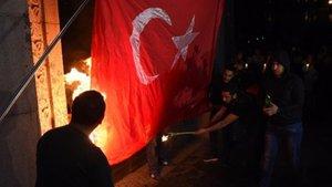 Türkiye, Ermenistan'da Türk bayrağı yakılmasını lanetledi