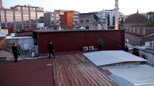 Antalya'da mesaiye erken başlayan ustalar hırsız sanılarak gözaltına alındı