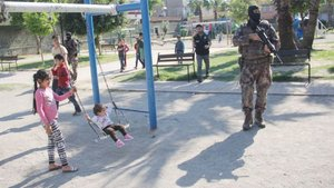 Adana'da çocuk parkından uyuşturucu fışkırdı