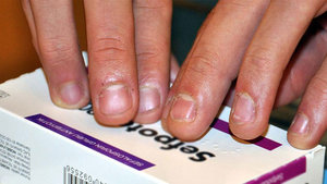 İlaç kutularına görme engelliler için kabartma yazı