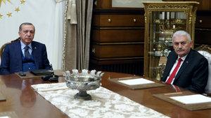 Cumhurbaşkanı Erdoğan ve Başbakan Yıldırım'dan sürpriz görüşme