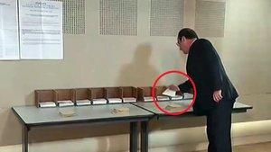 Fransa Cumhurbaşkanı Hollande, oy verirken kendi partisini unuttu!