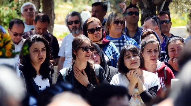 Balkondan düşerek ölen genç oyuncu Tuğçe Şener'e cenaze töreni