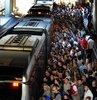 30 yaşındaki Hüseyin B. adlı kişi, Anadolu yakasına geçmek amacıyla metrobüse binen 23 yaşındaki S.A.'ya kalçasına sürtünerek cinsel tacizde bulundu. İstanbul Asliye Ceza Mahkemesi'nde yargılanan ve suçlamaları reddeden metrobüs sapığı, 2 yıl 6 ay hapis cezasına çarptırıldı