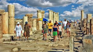 Turizm geliri geçen yılın aynı çeyreğine göre yüzde 17,1 azaldı