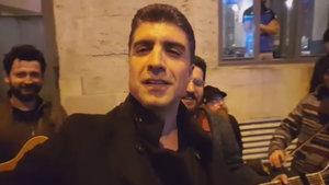 Özcan Deniz, sokak müzisyenleriyle düet yaptı