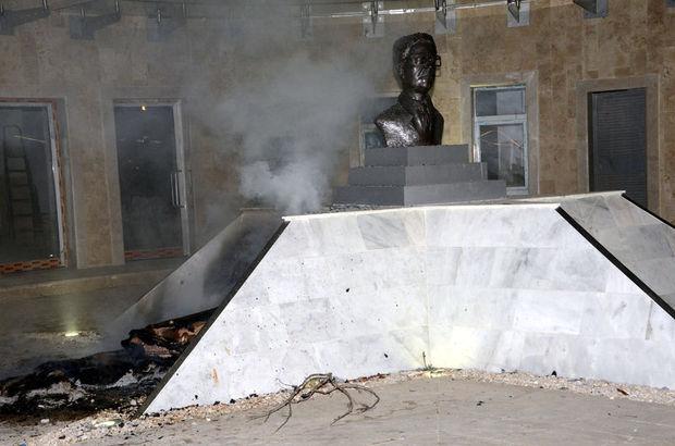 Adana'da Arif Nihat Asya'nın büstüne saldırı