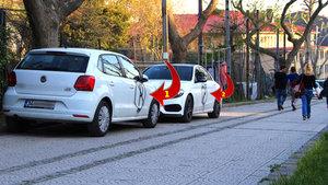Beşiktaş'ta hatalı park yapan araçların üzerine 'park yasak işareti' çizildi