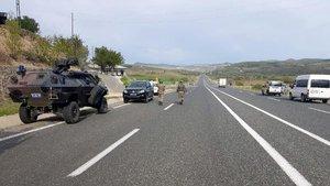Tunceli'de yola tuzaklanmış bomba imha edildi