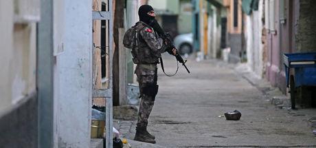 Adana'da şafak operasyonu! Son 2.5 ayda 3 bin 500 kişi yakalandı
