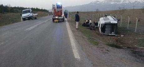 Konya'da minibüs şarampole devrildi! 3'ü ağır 19 yaralı