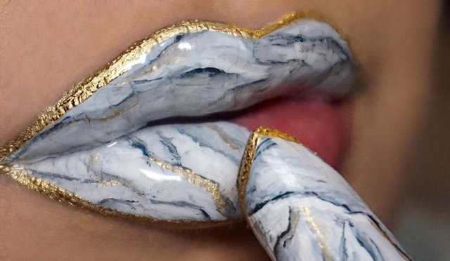 Makyajda mermer dudak görünümü nasıl elde edilir?