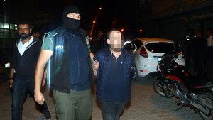 Adana'da bir torbacı, polise uyuşturucu satmaya kalkınca yakalandı