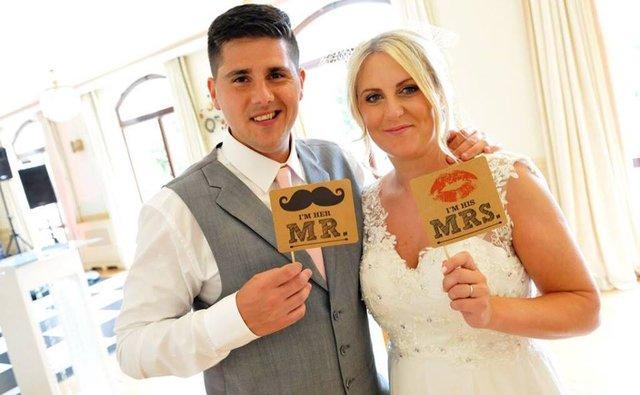 Eşini bir yıl önce kaybeden Emma Cotillard, düğün fotoğaflarındaki o detayı görünce...