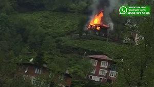 Rize'nin Gündoğdu beldesinde bir ev alev alev yandı