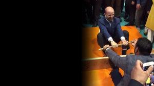 Bilal Erdoğan ve Hamza Yerlikaya'nın 'mas' güreşi!
