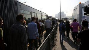 Metrobüs seferlerinde aksama