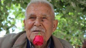 Bursa'da bir kişi 59 yıldır ağzında gülle dolaşıyor