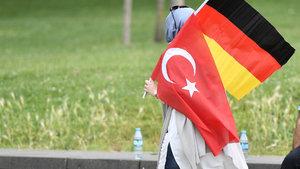 """""""Almanya bazı darbeci askerlerin iltica başvurusunu kabul etti"""" iddiası"""