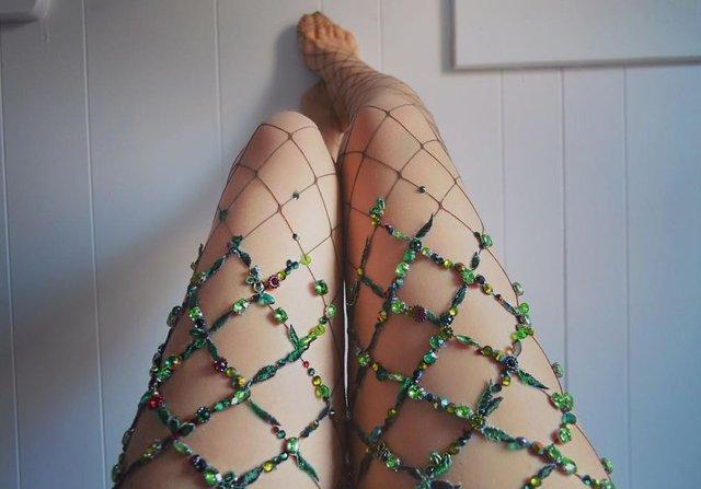 Renkli, desenli, çiçekli sıra dışı file çorap modelleri!