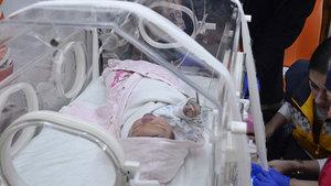 Yeni doğan bebek poşetin içinde sokağa bırakıldı