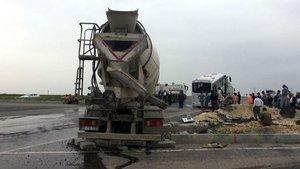 Tekirdağ'da beton mikseri, midibüsle çarpıştı
