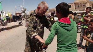 YPG ile birlikte savaşan İngiliz aktör, Tabka'da görüldü