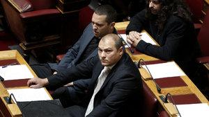 Yunan parlamentosu karıştı