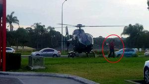 Avustralyalı pilot siparişini almaya helikopterle gitti!