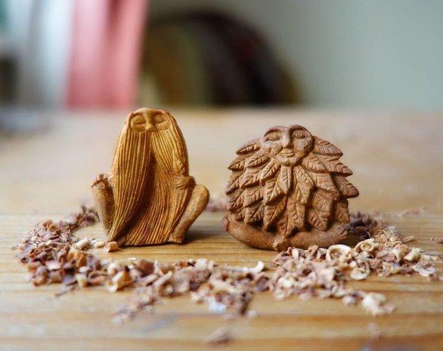 Avokado çekirdeğinden heykelcikler yaptı