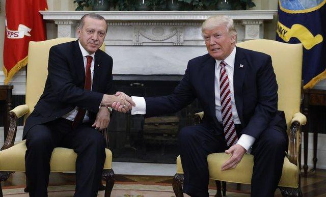 Liderlerle tokalaşması bile olay olan Trump, Erdoğan'ın elini nasıl sıktı?