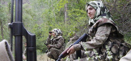 Babalarının yıllarca görev yaptığı dağları koruyorlar