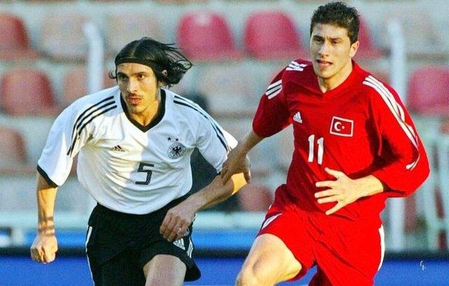 Başka ülkeleri milli takımlarında oynayan Türk futbolcular