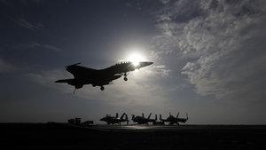 Koalisyon güçleri Suriye'de rejim kuvvetlerini vurdu