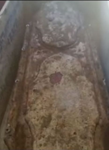 Tabutun içinde 100 yıldır bozulmayan bebek hayrete düşürdü