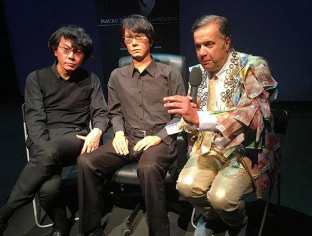 Hiroshi Ishiguro robot ikizine benzememeye başlayınca çareyi estetik yaptırmakta buldu