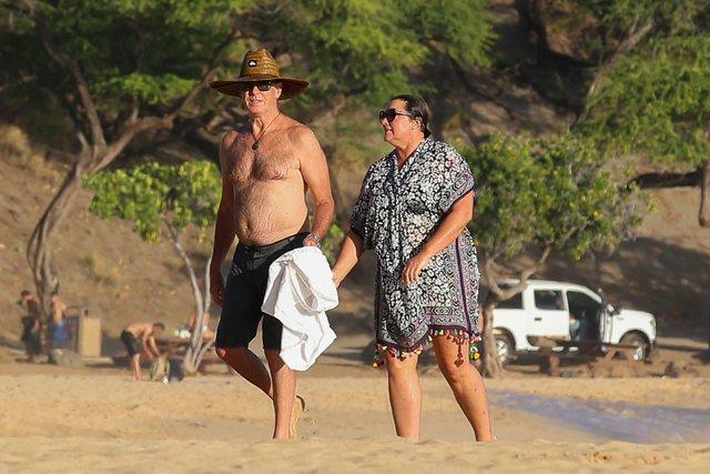 Pierce Brosnan ile eşi Keely Shaye Smith, Hawaii'de