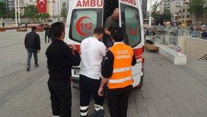 Taksim'de turist kadının ayağı yürüyen banda sıkıştı