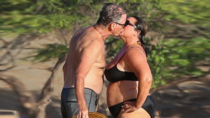 Pierce Brosnan ile eşi Keely Shaye Smith, Hawaii'de