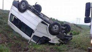 Çorum'da minibüs devrildi: 12 yaralı