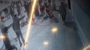 Bağcılar'da kadına sopalı dayak kamerada