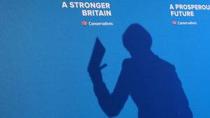 Theresa May, devlet kontrolünde 'Yeni internet' istiyor
