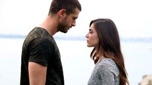 Zehra, sevdiği adam ve ailesi arasında bir ikileme düşer