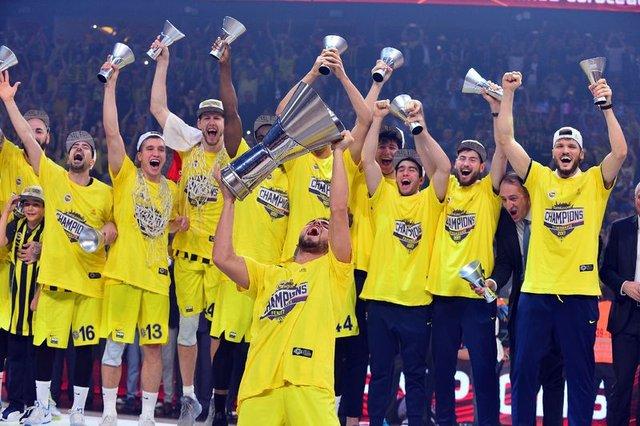 Fenerbahçe, şampiyonluk kupasını aldı