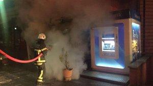 Kocaeli'de içinde 300 bin TL olan 2 ATM yandı